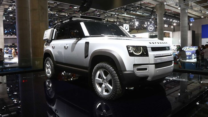 Land Rover Defender 2020 คือการกลับมาของรถยนต์ขับเคลื่อน 4 ล้อ จาก Landrover ประเทศอังกฤษ ถูกเปิดตัวรุ่นใหม่ในงานแฟรงก์เฟิร์ต มอเตอร์ โชว์ 2019