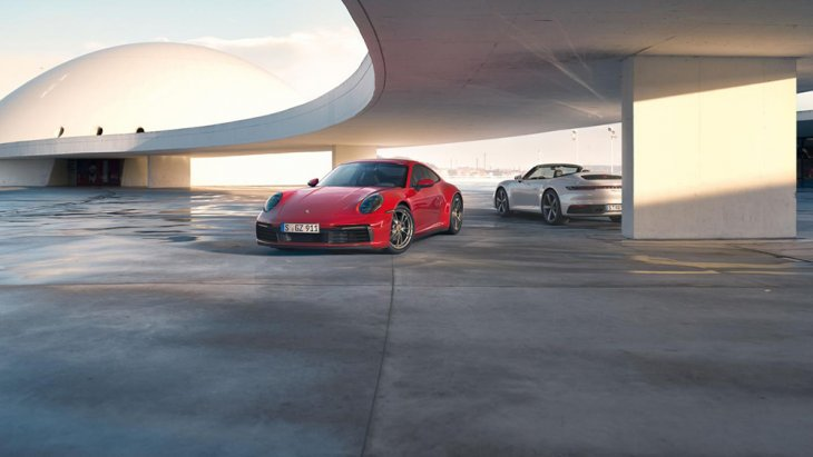 Porsche เริ่มให้ผู้ที่สนใจได้ทำการจับจองแล้วในเยอรมนี ซึ่งสนนราคาจำหน่ายเริ่มต้นในรุ่น 911 Carrera 4 Coupé ราคา 112,509 ยูโร และ 911 Carrera  4 Cabriole ราคา 126,789 ยูโร